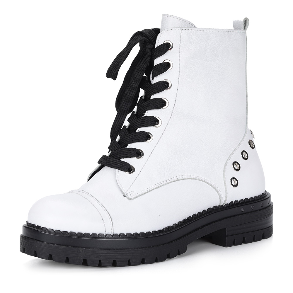 Белые кожаные ботинки на шнуровке с клепками