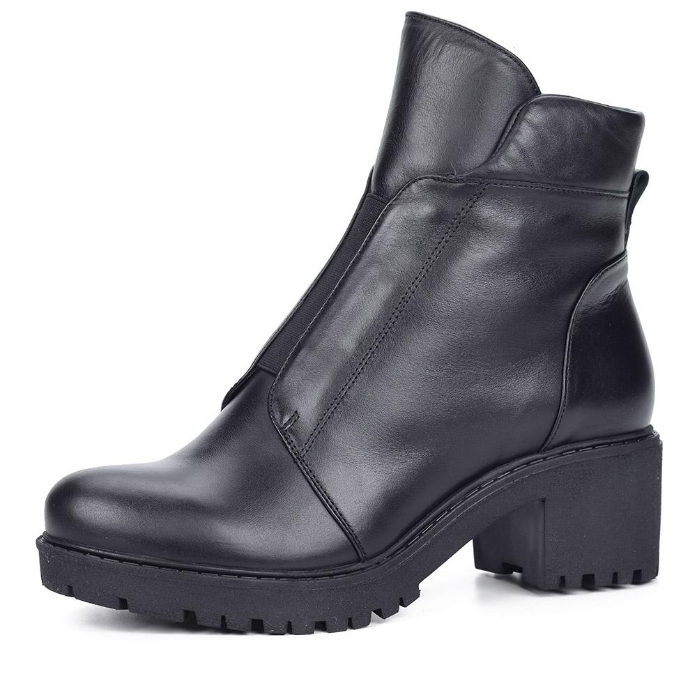 Черные ботинки на тракторной подошве из кожи