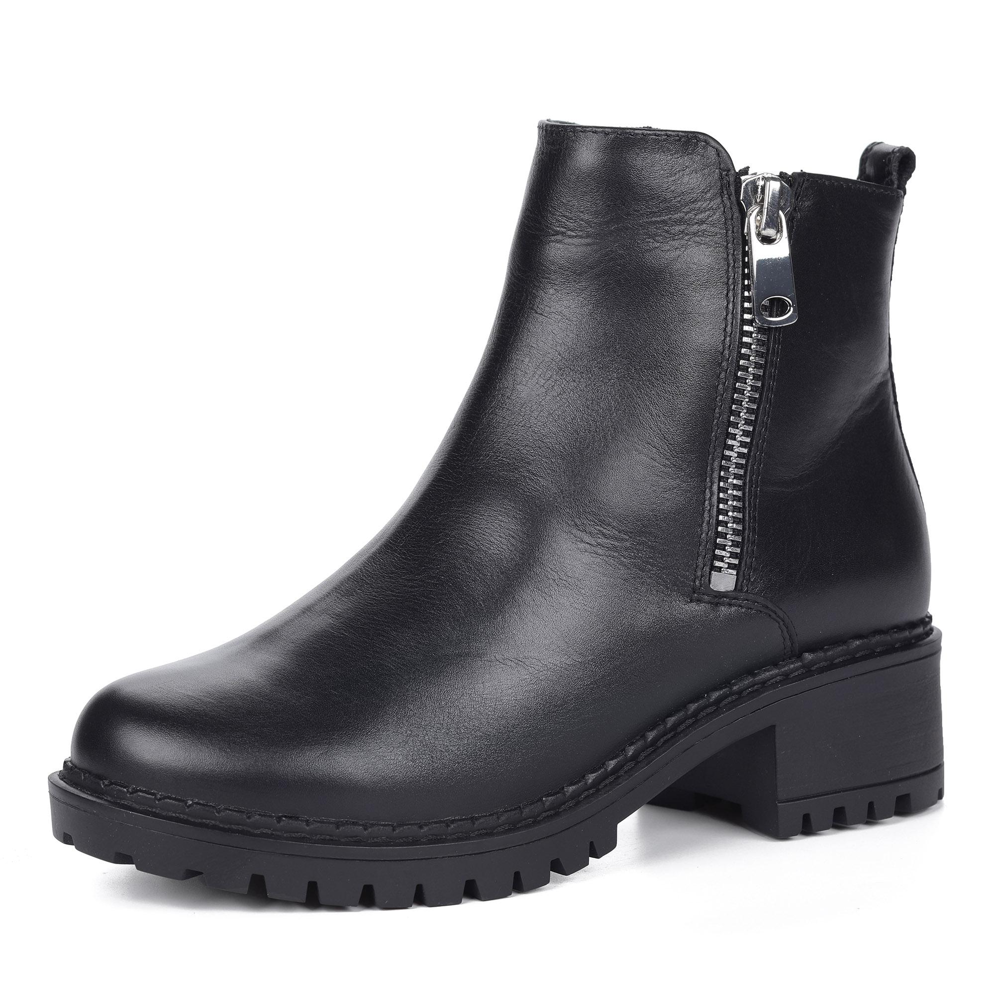Черные ботинки из кожи на рифленой подошве