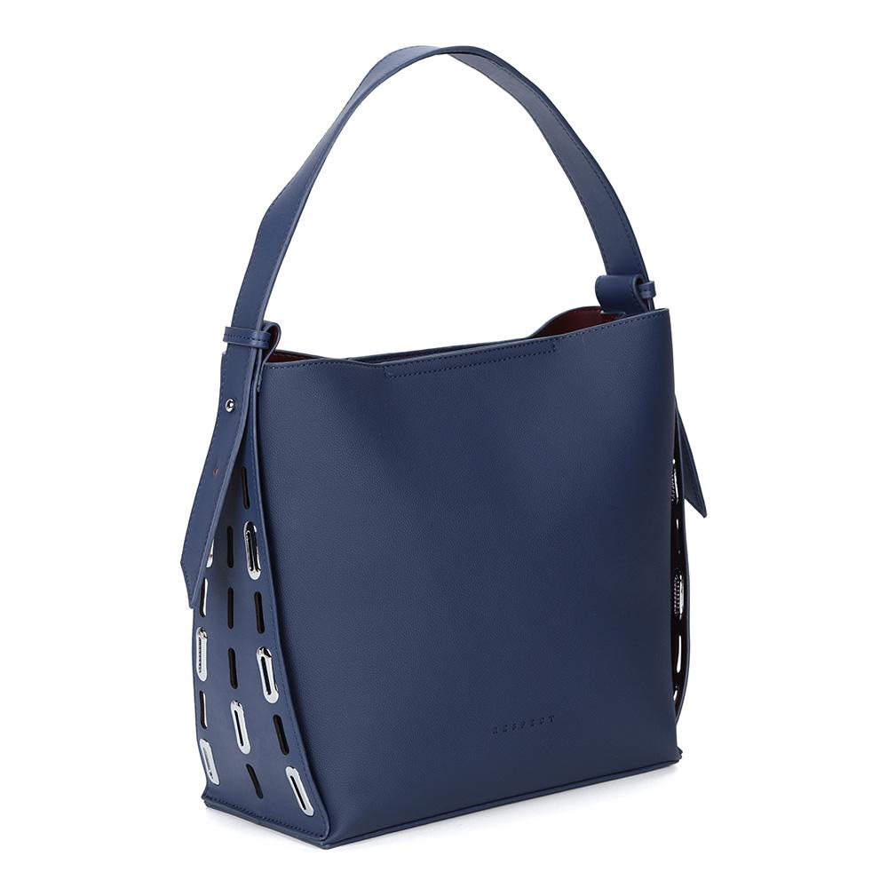Вместительная синяя сумка с железными элементами фото