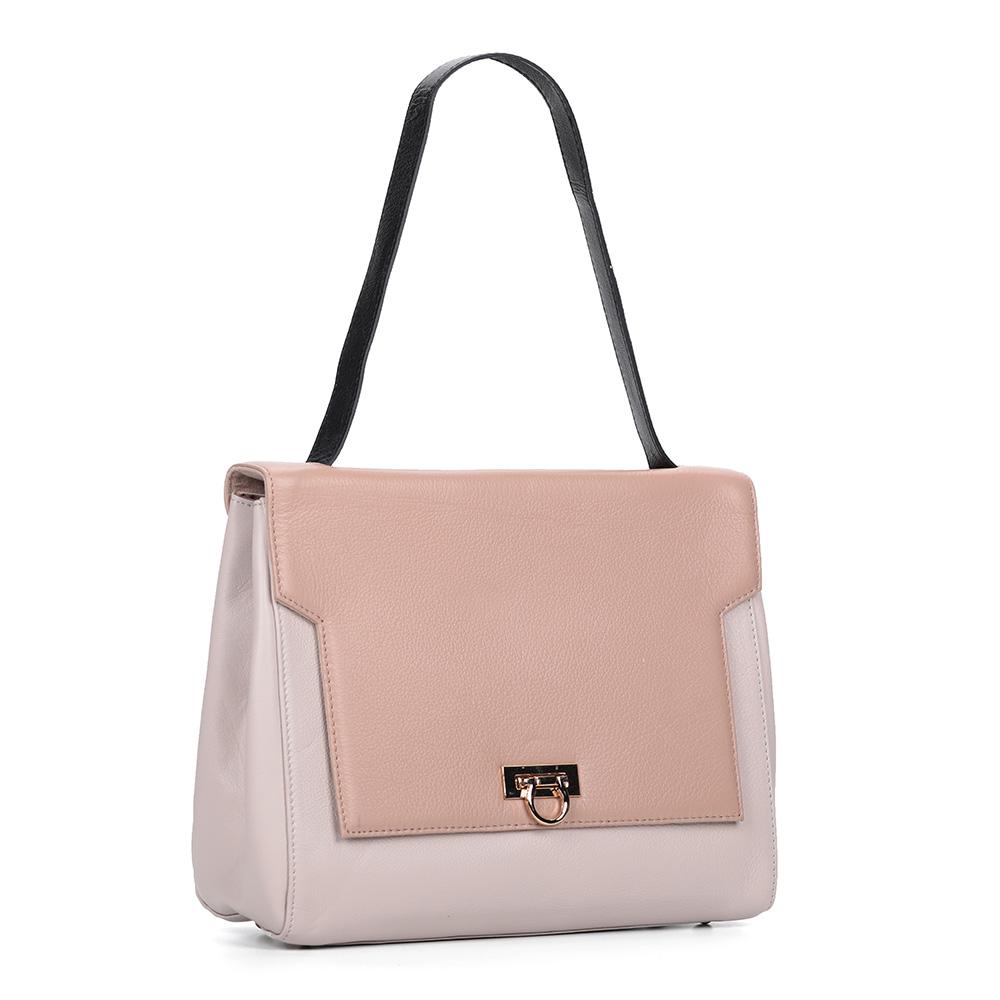 Розово-бежевая сумка классических форм из кожи фото