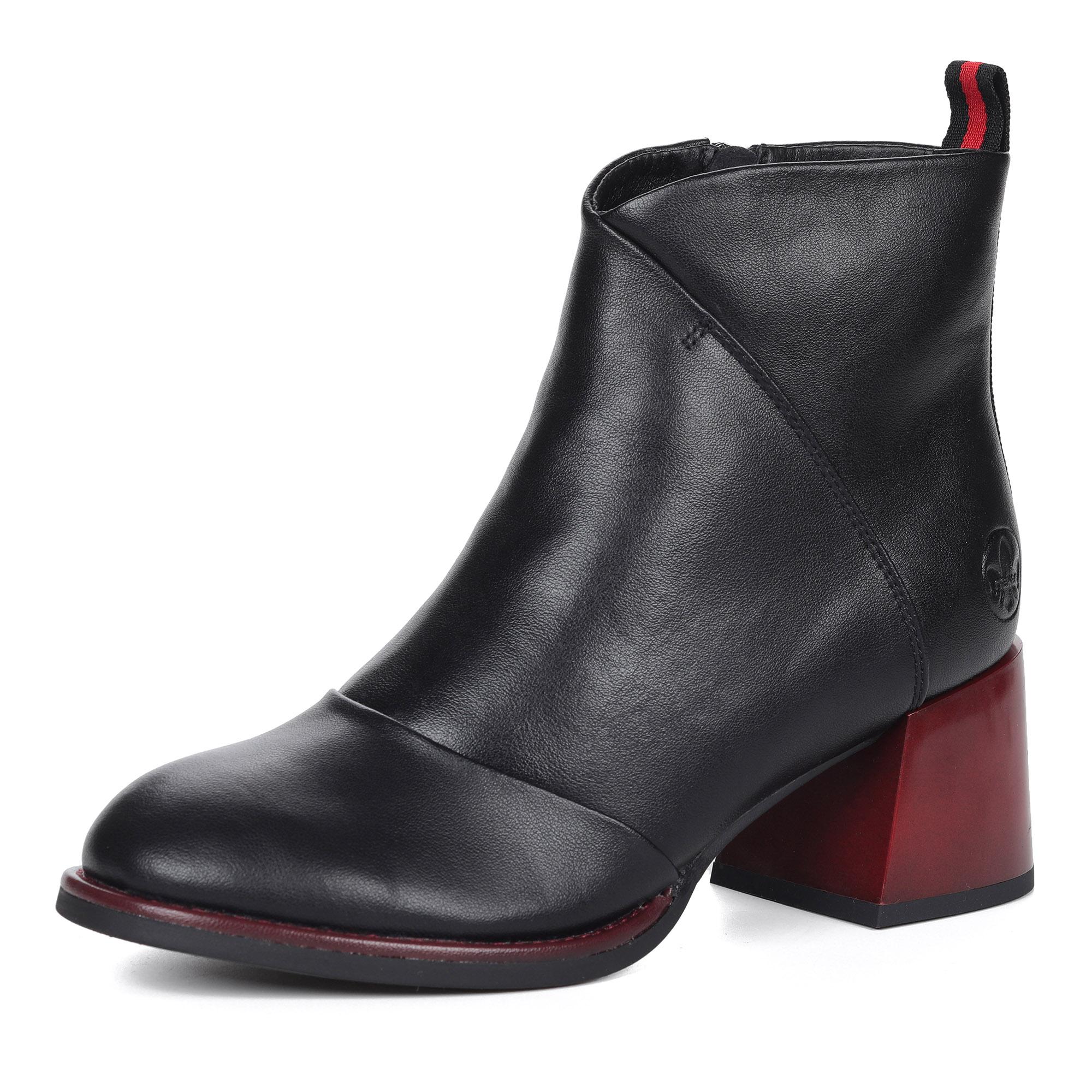 Черные ботинки на устойчивом каблуке