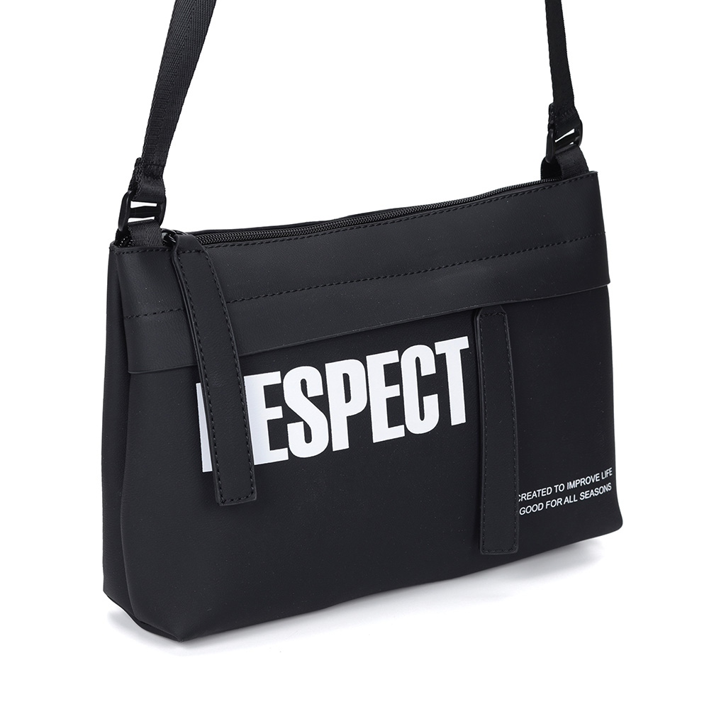Черная спортивная сумка через плечо