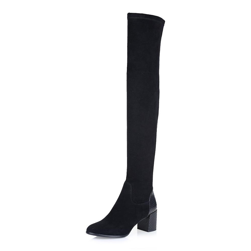 Купить со скидкой Ботфорты на среднем каблуке в черном цвете