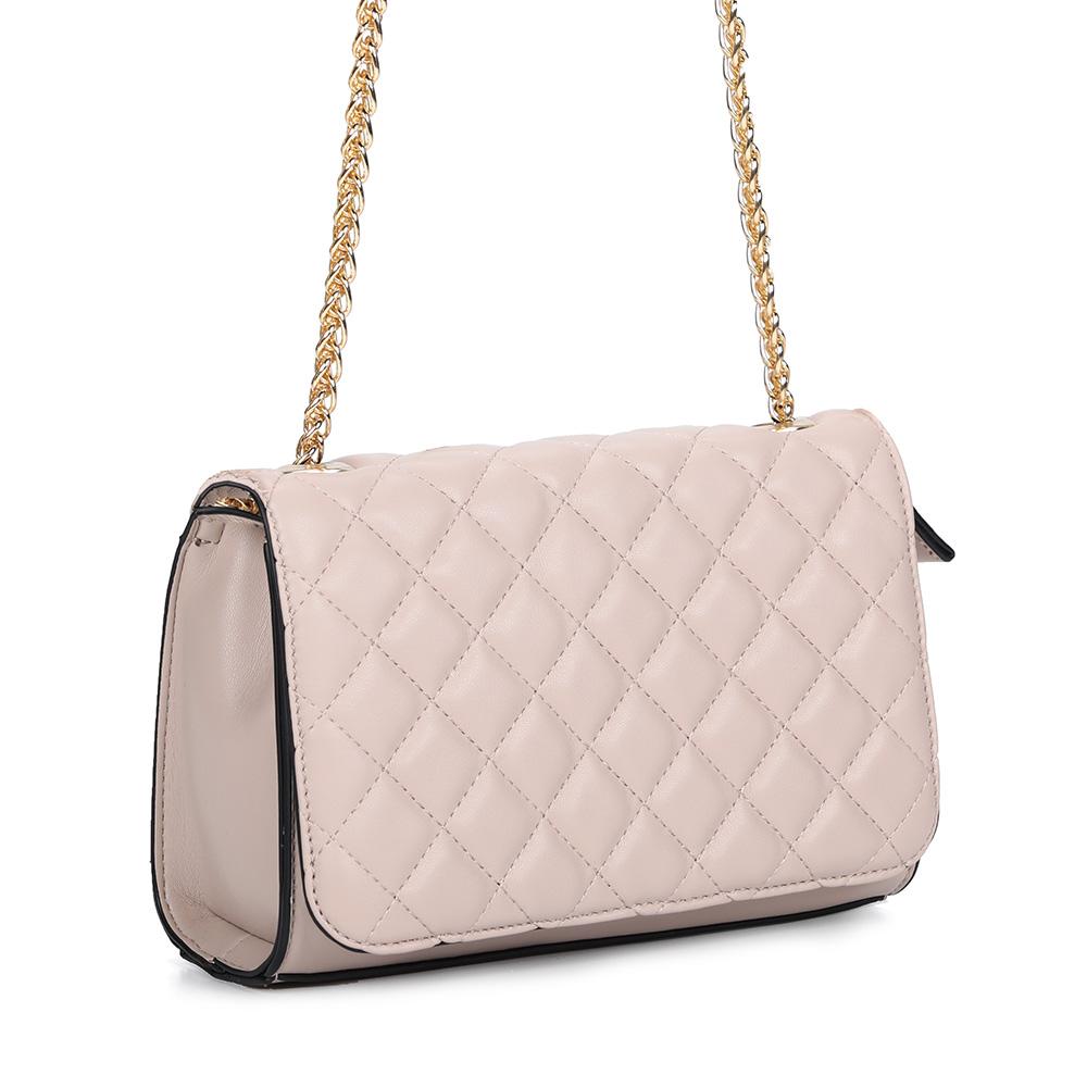 Розовая классическая сумка на цепочке фото