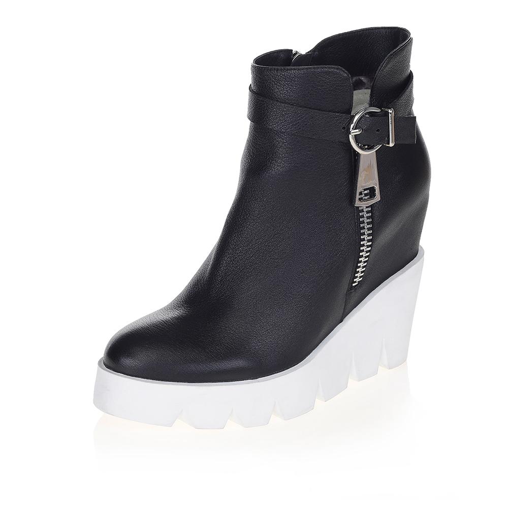Черные ботинки на массивной белой платформе