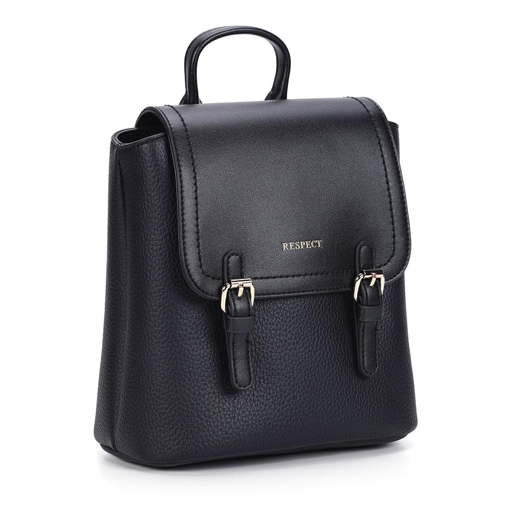 Рюкзак черного цвета квадратной формы фото