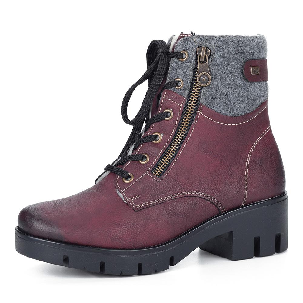 Бордовые ботинки на подошве с протектором
