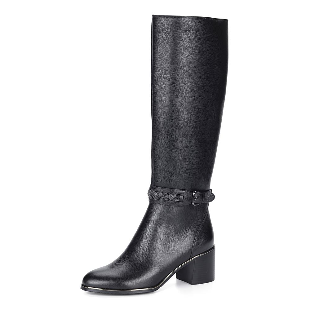 Черные сапоги из кожи с декорированным каблуком