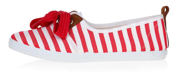 Красно-белые туфли из текстиля