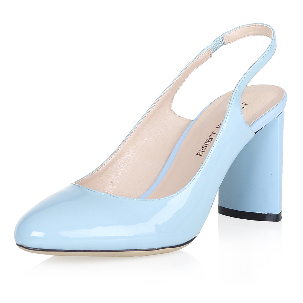 Купить со скидкой Голубые лаковые босоножки на плоском каблуке