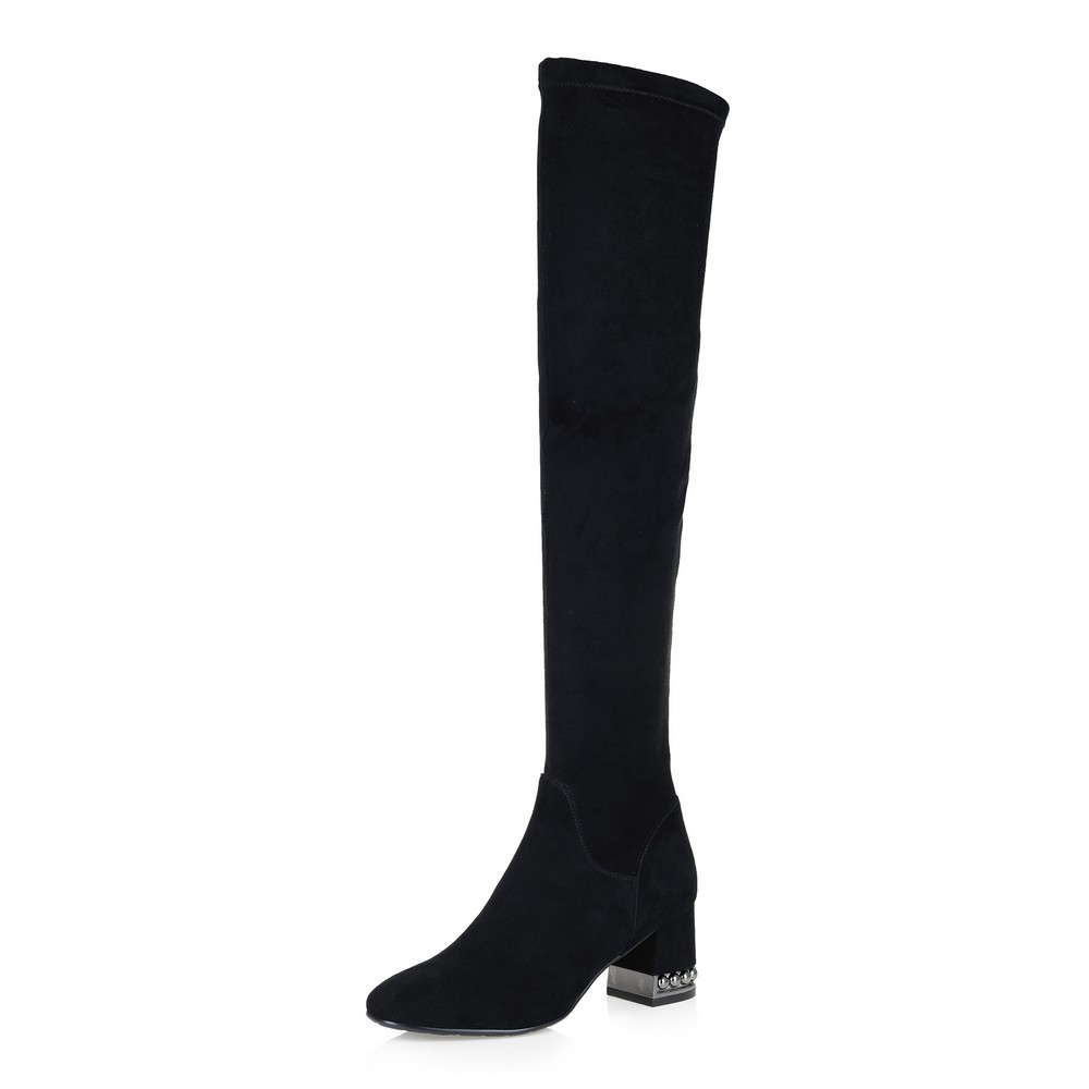 Фото 37 - Черные ботфорты на декорированном каблуке цвет чер.