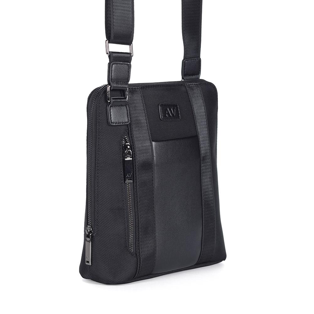 Черная сумка на плечо