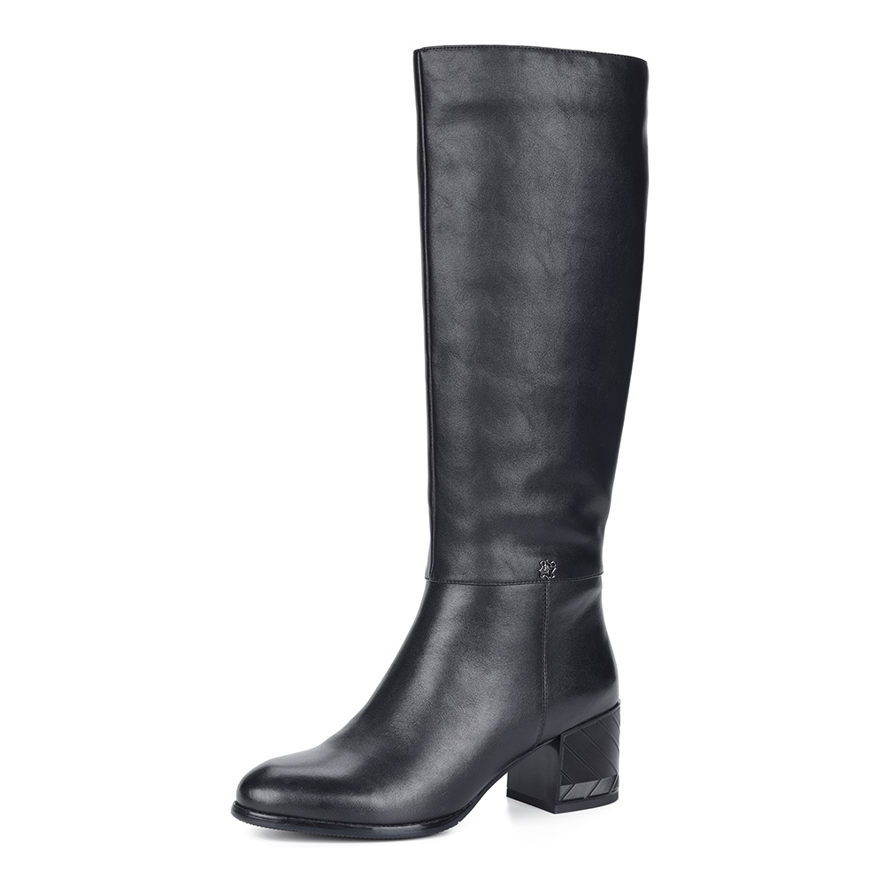Черные сапоги из кожи на каблуке