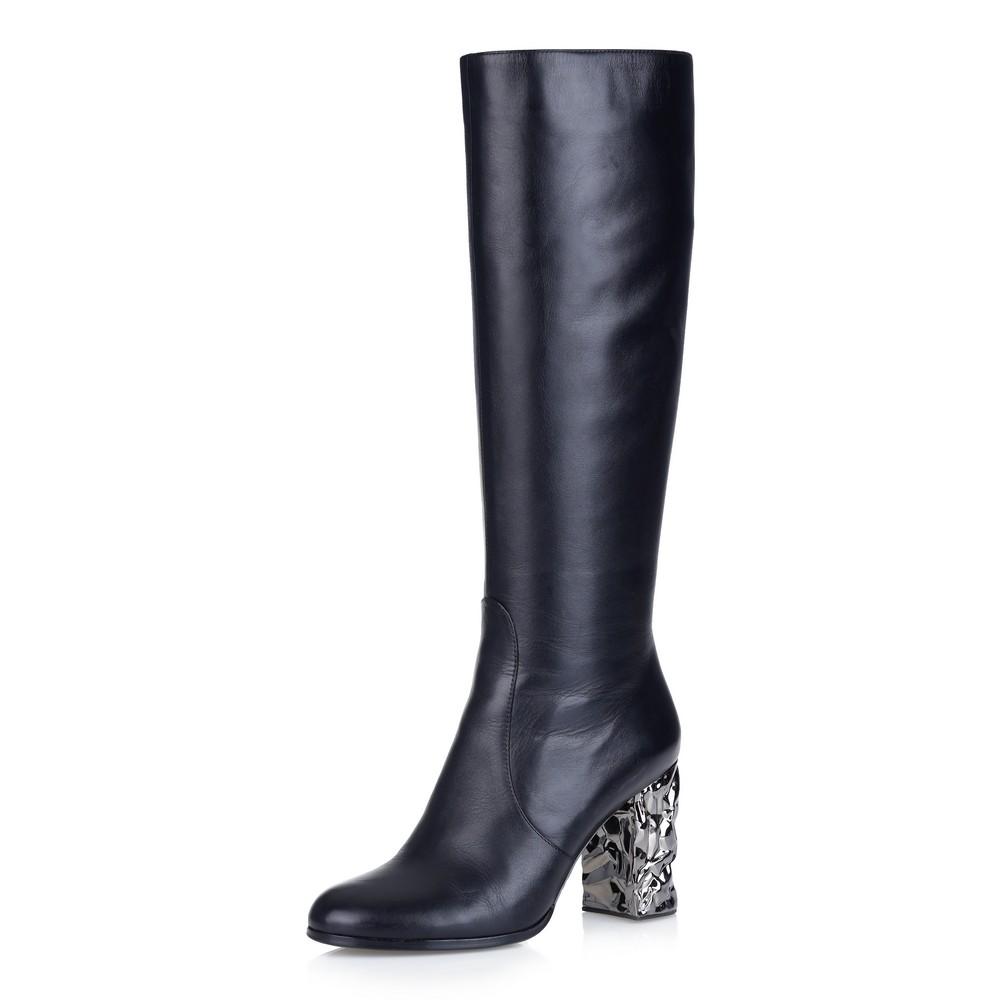 Черные сапоги на фигурном каблуке