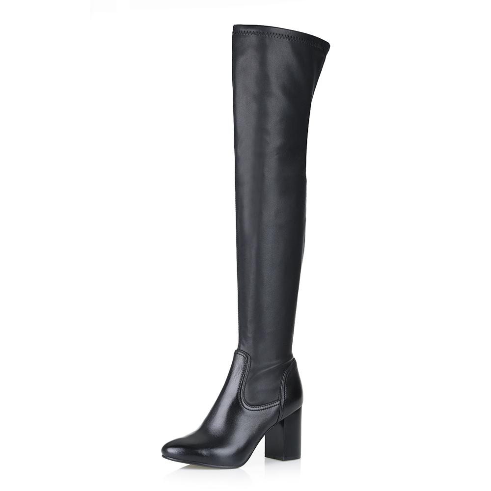 Купить со скидкой Ботфорты на высоком каблуке в черном цвете