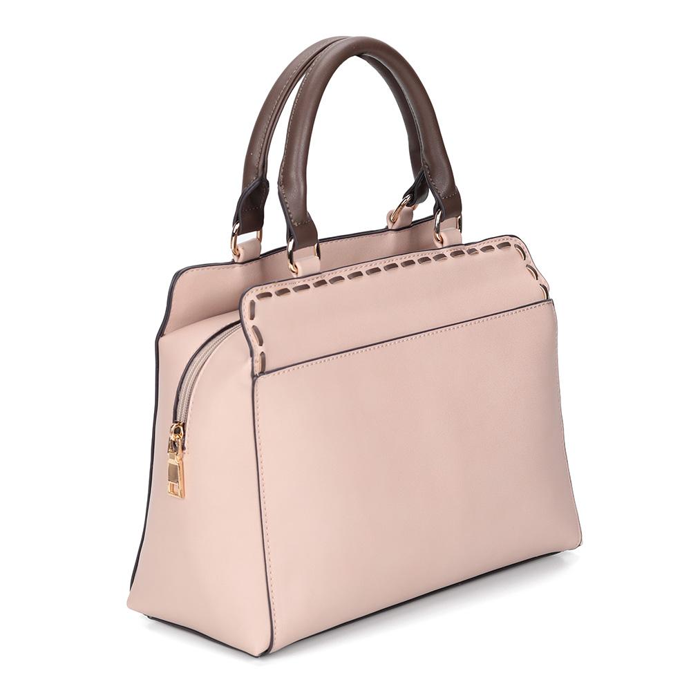 Розовая сумка с декоративными элементами и дополнительной ручкой фото
