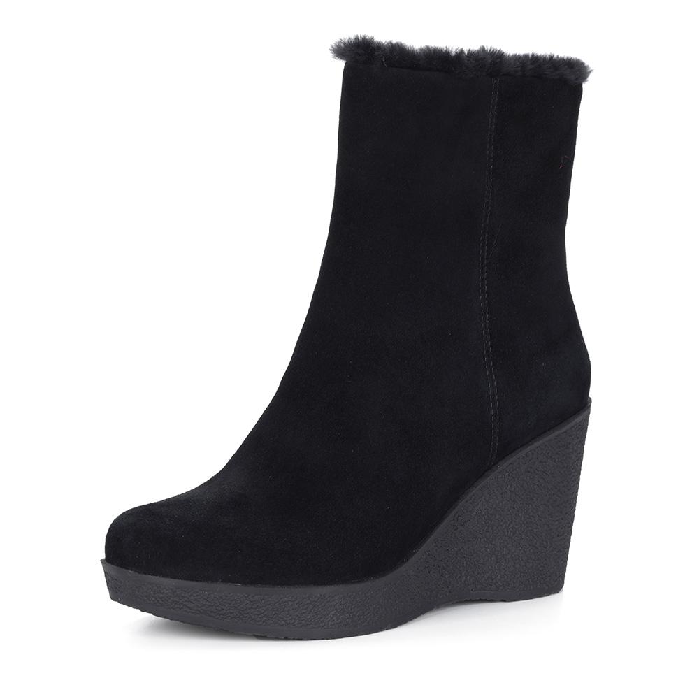 Черные ботинки из велюра на танкетке
