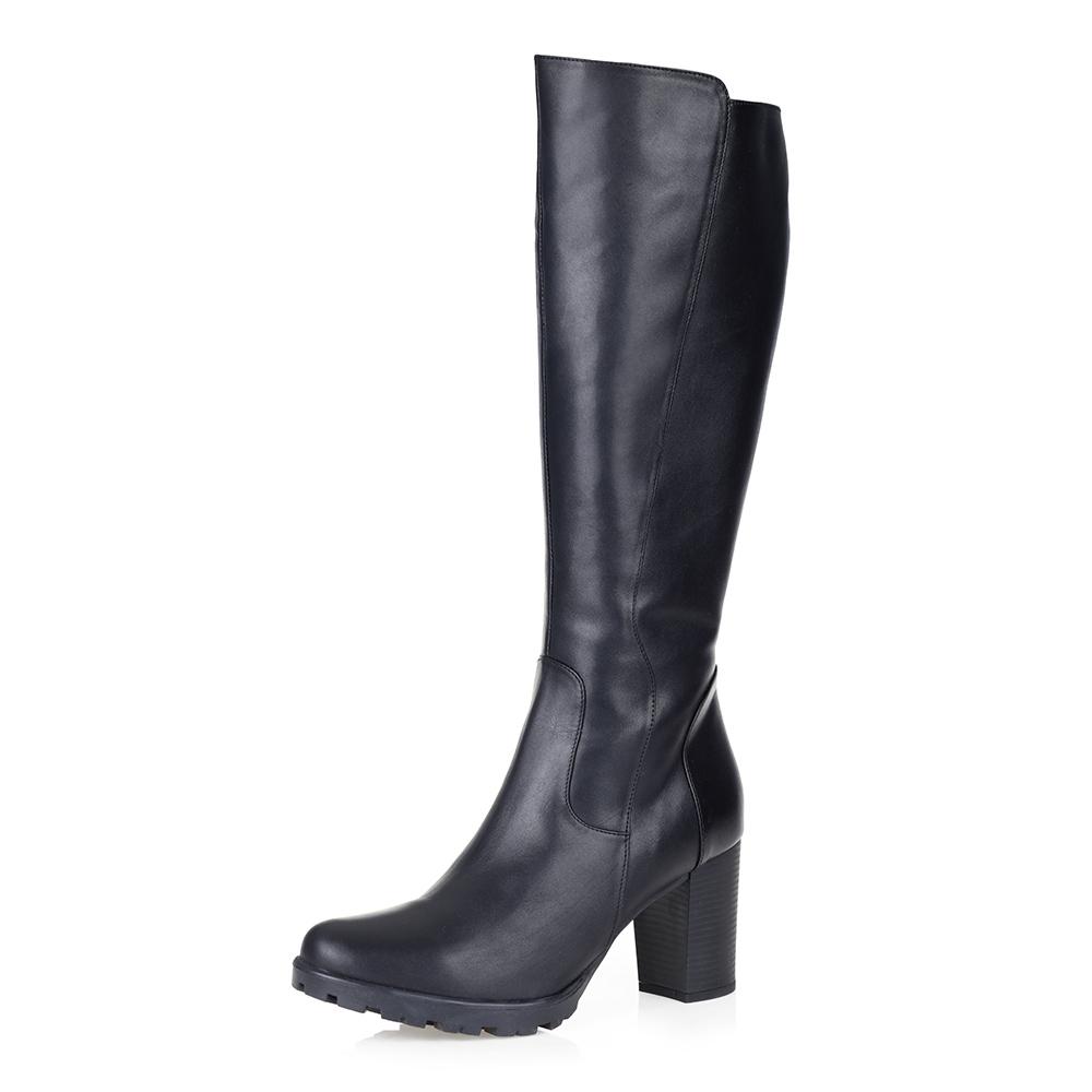 Черные сапоги на высоком каблуке