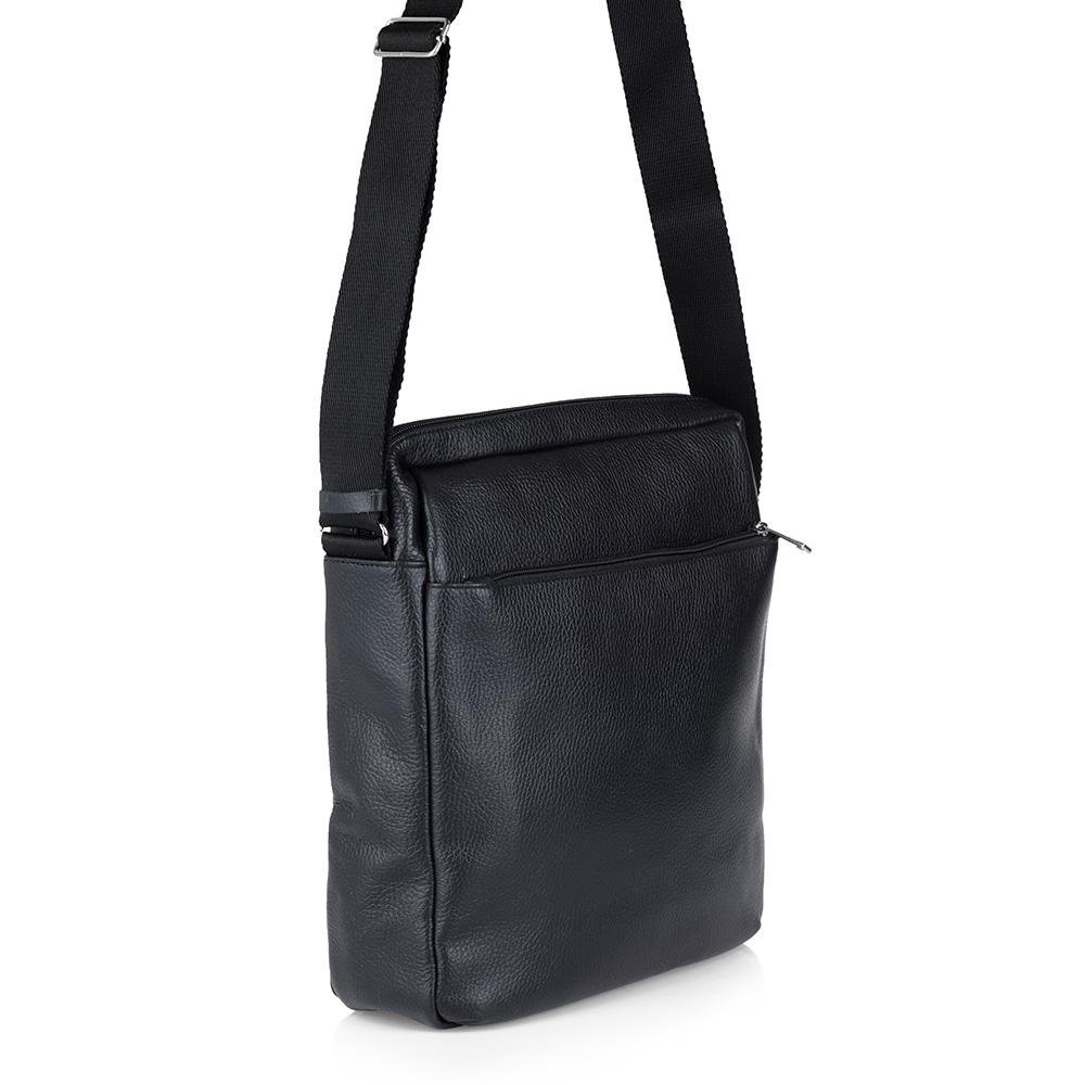Черная сумка из кожи