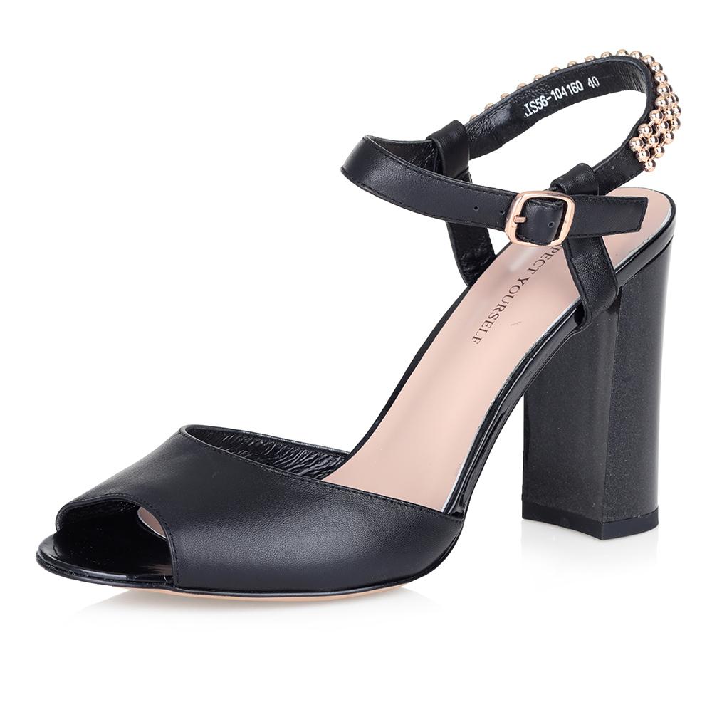 Купить со скидкой Босоножки на высоком каблуке в черном цвете