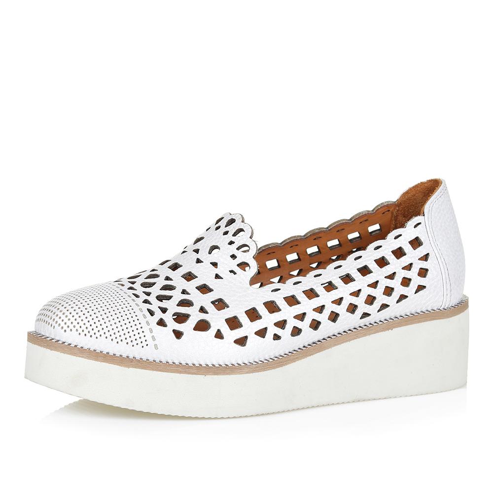 Туфли на утолщенной подошве в белом цвете фото