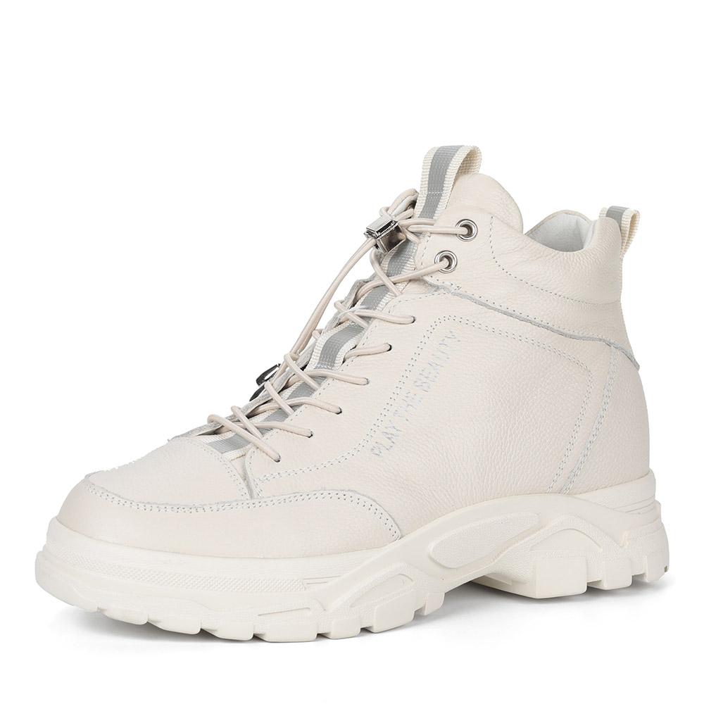 Белые кожаные ботинки на массивной подошве